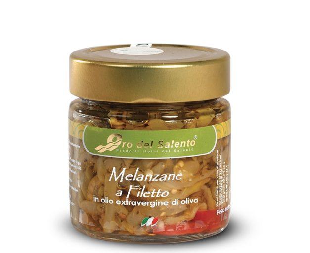 Geschnittene Auberginen in extra natives Olivenöl