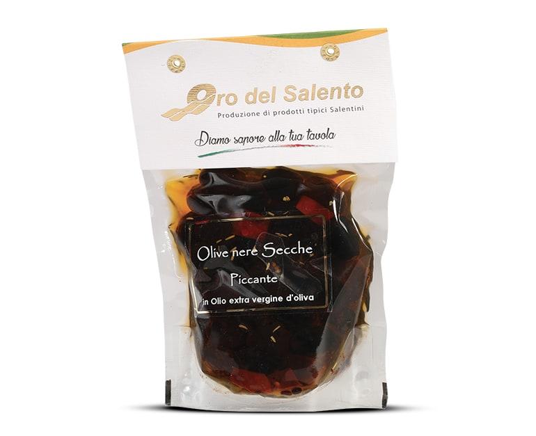 Getrocknete schwarze Olive aus cellina di Nardò scharf, leicht gewürtzt mit Lorbeer, Rosmarin, Knoblauch und Salz.