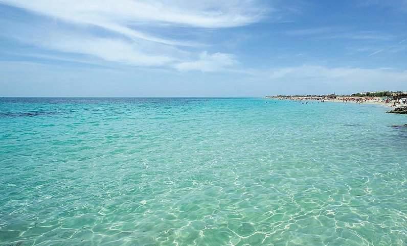 Spiaggia di Lido Marini, sabbia fine e sorgenti d'acqua dolce