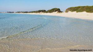 Spiaggia di Punta prosciutto, sabbia bianca e fine e scogliera