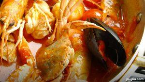 Quataru una zuppa di pesce, mitili, crostacei e verdure