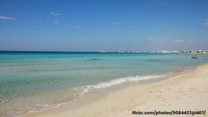 Torre lapillo si distende tra pinete e spiagge di sabbia chiara