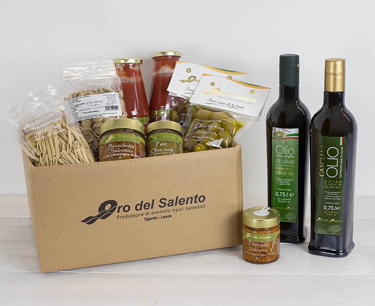 Food box Torre San Giovanni with typical Apulian products