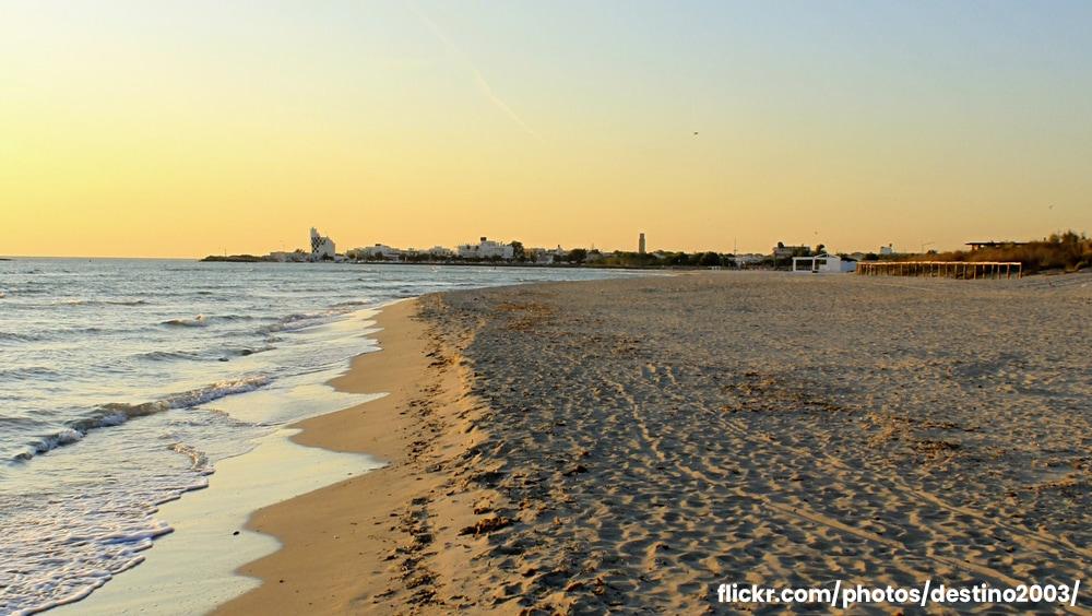 Spiaggia di Torre San Giovanni, tra roccia e sabbia fine.
