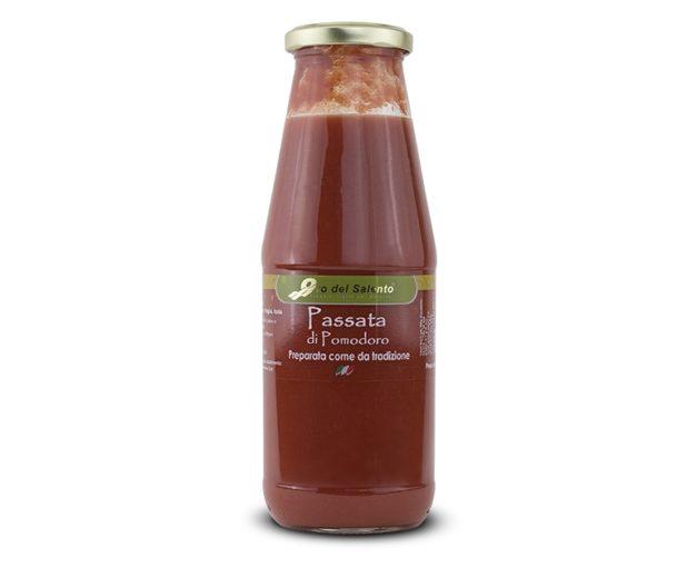 passata di pomodoro rossa prodotti tipici pugliesi