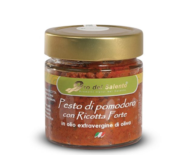 Dried tomatoes pesto with ricotta forte